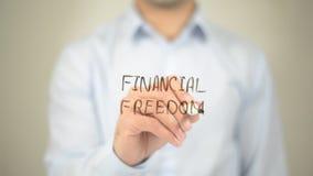 Finanzfreiheit, Mannschreiben auf transparentem Schirm lizenzfreies stockbild