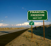 Finanzfreiheits-Schuld-freies Landstraßen-Zeichen stockfotografie
