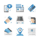Finanziell und die flachen Ikonen ein Bankkonto habend eingestellt Lizenzfreie Stockfotos