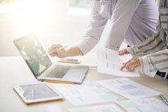 Finanziere bei der Arbeit stockbilder