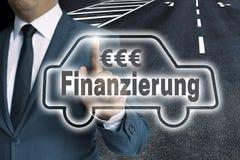 Finanzierung y x28; en alemán Finance& x29; hombre-se actúa la pantalla táctil del coche Fotografía de archivo libre de regalías
