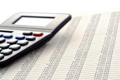 Finanzkalkulationstabelle mit Reihen von Zahlen Stockfotos