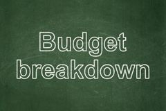 Finanzkonzept: Budget-Zusammenbruch auf Tafelhintergrund stockfotos