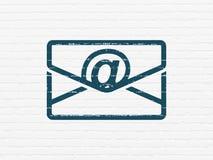 Finanzkonzept: E-Mail auf Wandhintergrund Lizenzfreie Stockfotos