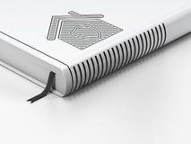 Finanzkonzept: geschlossenes Buch, Haus auf weißem Hintergrund Lizenzfreies Stockbild