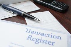 Finanzkonzept mit Scheckheft lizenzfreies stockbild