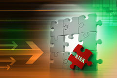 Finanzkonzept: Risiko auf rotem Puzzlespielstück Stockfoto