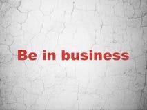 Finanzkonzept: Seien Sie im Geschäft auf Wandhintergrund lizenzfreies stockbild