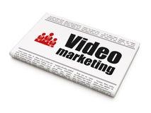 Finanzkonzept: Zeitung mit Videomarketing-und Geschäfts-Team Stockfotos