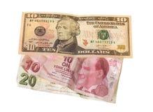 Finanzkrise: neue Dollar über zerknitterten türkischen Lire Stockbilder