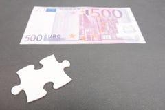 Finanzpuzzlespielstück Stockfoto