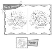 Find 9 differences game snail. Visual game for children, coloring book. Task to find 9 differences in the illustration on the school board. black and white Stock Photo