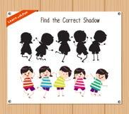 Finden Sie den korrekten Schatten, Bildungsspiel für Kinder - die lustigen Kinder Stockbilder