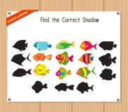 Finden Sie den korrekten Schatten, Bildungsspiel für Kinder - Fische Lizenzfreie Stockfotografie