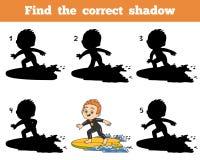 Finden Sie den korrekten Schatten, einen Jungen, der eine Brandung reitet Lizenzfreie Stockbilder