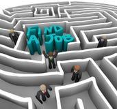 Finden Sie einen Job - Geschäftsleute im Labyrinth Stockbild