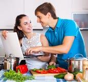Finden Sie Rezepte on-line Stockbilder
