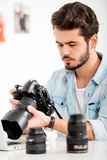 Finding the right shot. Royalty Free Stock Photos