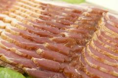 Fine affettata della pancetta affumicata in su Fotografia Stock Libera da Diritti