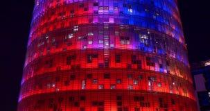 Fine agbar della torre della luce notturna di Barcellona sulla vista 4k spagna dell'ufficio di colore archivi video