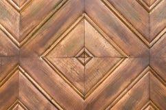 fine allineante di legno a forma di quadrato su fotografia stock