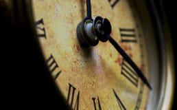 Fine antica dell'orologio dello scrittorio in su Fotografie Stock Libere da Diritti