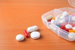 Fine Assorted della casella della pillola in su Fotografia Stock Libera da Diritti