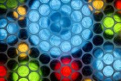 Fine astratta sullo strato dell'involucro di bolla con fondo variopinto fotografie stock libere da diritti