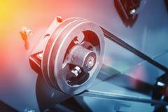 Fine automobilistica industriale dell'attrezzatura della macchina utensile su, fondo astratto del lavoro in metallo di fabbricazi immagini stock