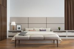 Fine bianca e beige dell'interno della camera da letto su Immagini Stock Libere da Diritti