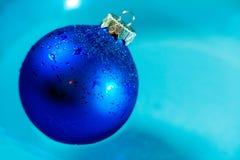 Fine blu fresca della decorazione della palla di ghiaccio su Immagine Stock Libera da Diritti