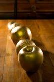 Fine colorata dorata su della mela e delle arance Immagini Stock