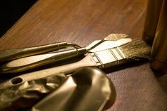 Fine colorata dorata su della spazzola e della spatola Fotografia Stock