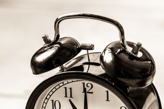 Fine d'annata dell'orologio sulla campana dell'anello dell'allarme Fotografia Stock