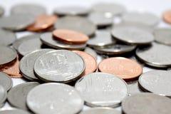 Fine dei soldi delle monete di baht su fondo astratto Immagini Stock