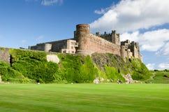 Fine del castello di Bamburgh in su Immagini Stock