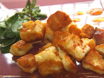 Fine del formaggio di Haloumi in su Fotografia Stock Libera da Diritti