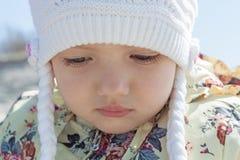 Fine del fronte della bambina su all'aperto Fotografia Stock