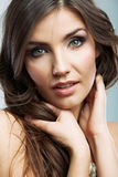 Fine del fronte della donna di bellezza sul ritratto Immagini Stock