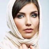 Fine del fronte della donna sul ritratto di bellezza Pose femminili del modello Immagine Stock Libera da Diritti