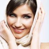 Fine del fronte della donna sul ritratto di bellezza Pose femminili del modello Immagine Stock