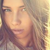 Fine del fronte della ragazza di bellezza su Immagine Stock