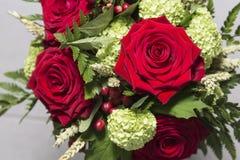 Fine del mazzo del fiore della rosa rossa su ancora Immagine Stock Libera da Diritti