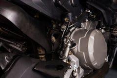 Fine del motore del motociclo su servizio di manutenzione immagini stock libere da diritti
