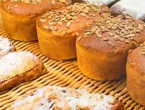 Fine del pane casalingo su fotografia stock libera da diritti