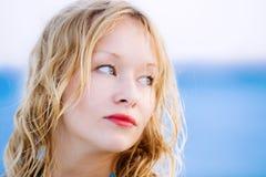 Fine del ritratto della giovane donna su Fotografie Stock