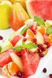 Fine dell'insalata di frutta in su. Immagini Stock