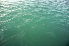 Fine dell'onda del mare su, vista di angolo basso, fondo dell'acqua dell'oceano Fotografia Stock Libera da Diritti