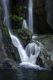 Fine della cascata di parco nazionale di Yosemite su fotografie stock libere da diritti
