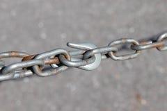 Fine della catena del gancio sul ciclo della clip fotografie stock libere da diritti